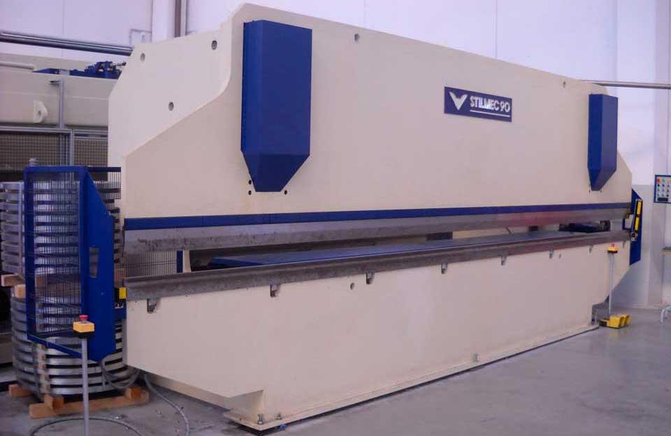Piegatrice (macchinario per piegare il foglio di metallo e fargli assumere il profilo che si desidera: canale, scossalina o compluvio)