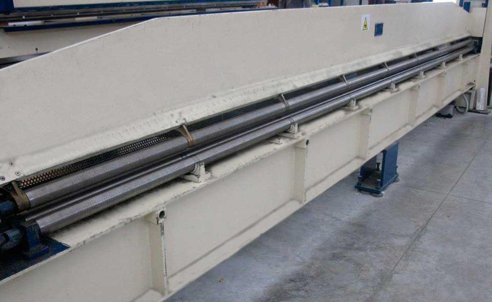 Piegatrice II (macchinario per piegare il foglio di metallo e fargli assumere il profilo che si desidera: canale, scossalina o compluvio)